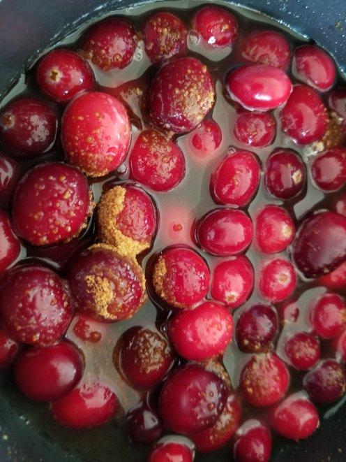 Frozen cranberries, half the water and coconut sugar