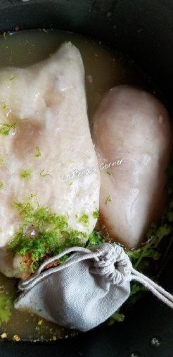 Braising Chicken with lime zent and Jalapeno